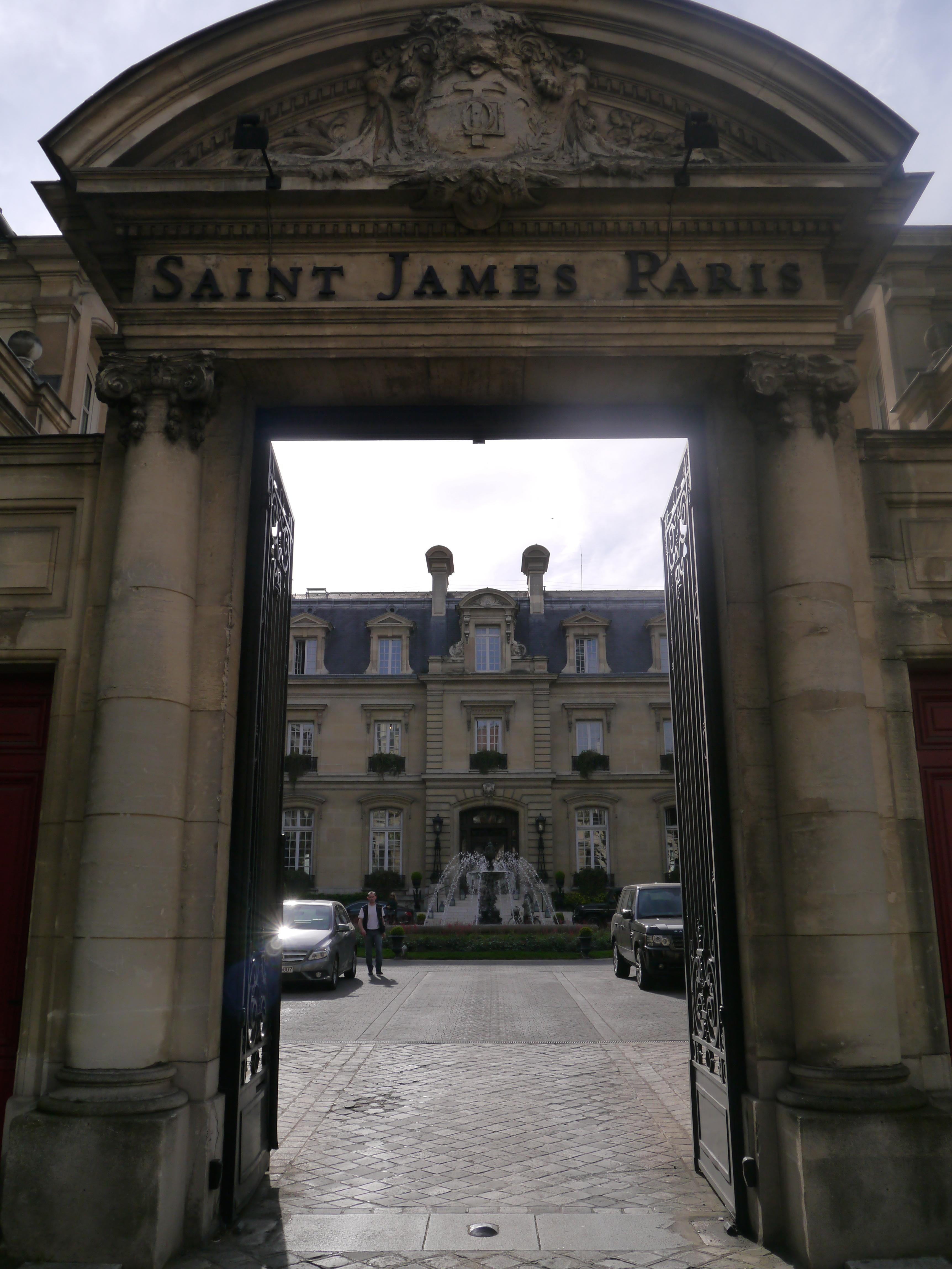 Honeymoon Hotel The Saint James Paris France Blush